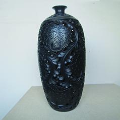 非遗龙山黑陶传承人王志水作品--小口画线牡丹瓶 全身雕刻